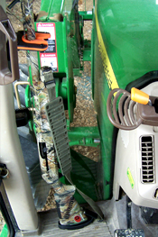 Tractor 310VT Vehicle Transport Universal Mount Gun Rack